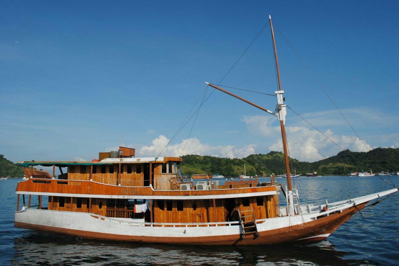 Boat cabin 5