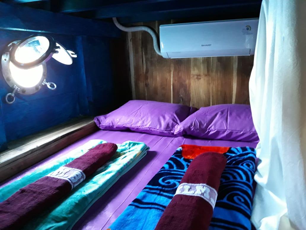 boat cabin 3