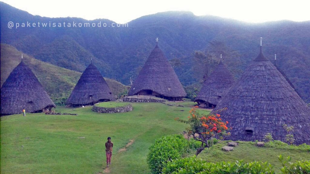 Rumah adat Waerebo
