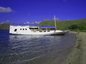 Boat-Komodo-Sailing