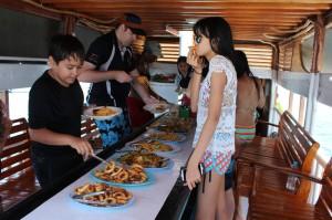 Makan siang di boat