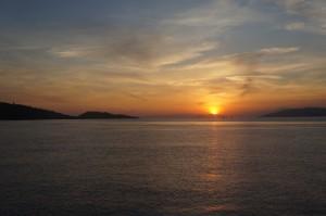 Matahari terbit di Pulau